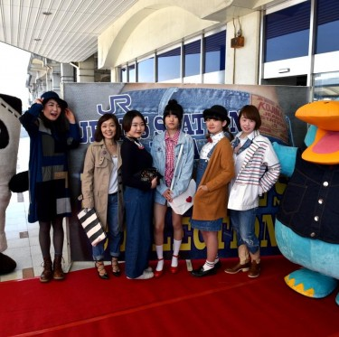 JR児島駅ジーンズ装飾第2弾とデニムガールズコレクション 1-3