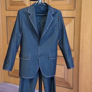伊東市長がケネディ大使へデニム・スーツをプレゼント 2-1