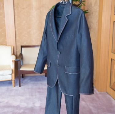 伊東市長がケネディ大使へデニム・スーツをプレゼント 2-4